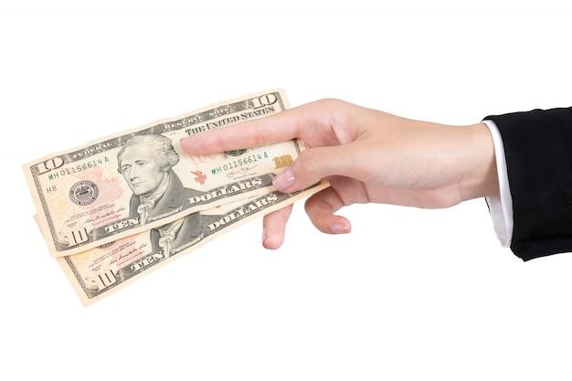 La donna di affari passa dare i soldi del dollaro per pagare isolato su fondo bianco