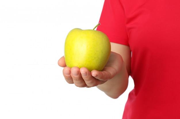 La donna tiene la mela, isolata. uno stile di vita sano