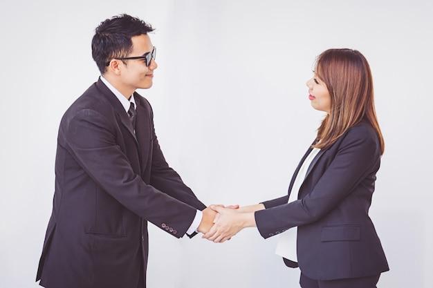 La gente di affari coordina il lavoro di squadra di concetto delle mani