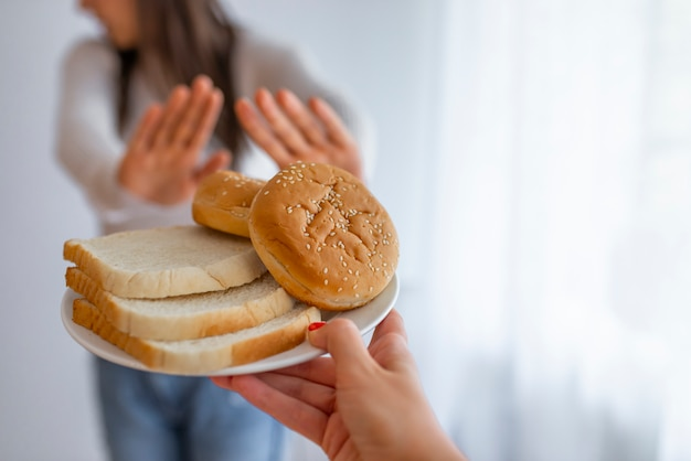 La giovane donna soffre di glutine.