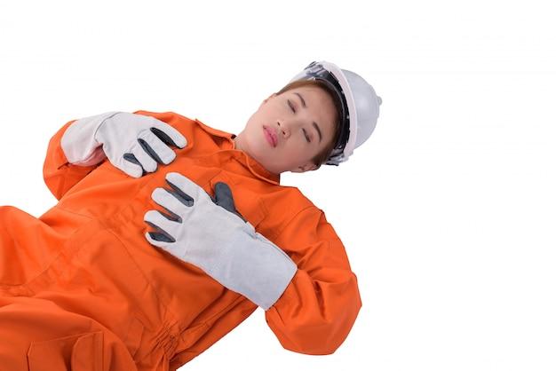La lavoratrice in tuta del meccanico ha avuto un incidente sul lavoro isolato su fondo bianco