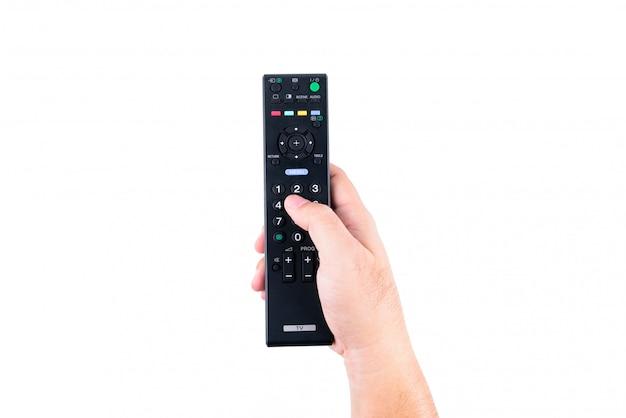 La mano dell'uomo asiatico che tiene un telecomando della tv nelle mani su fondo bianco o isolato