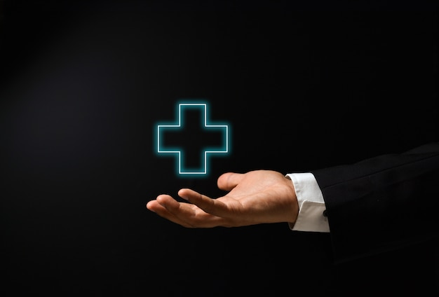 La mano dell'uomo con il concetto di salute