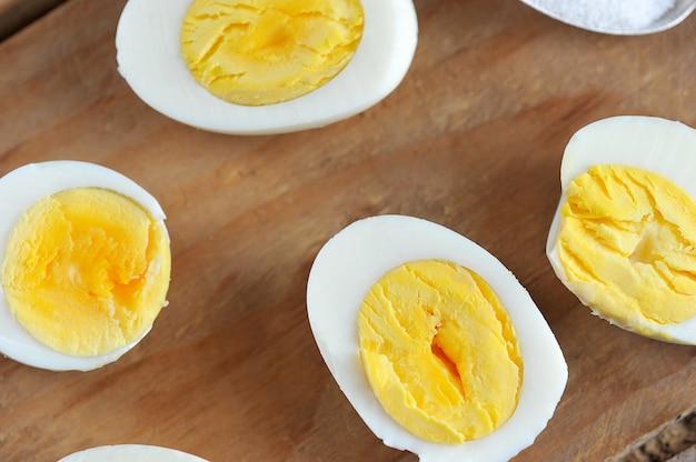 La metà delle uova con il tuorlo giallo
