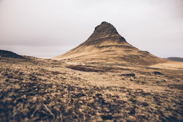 La montagna di kirkjufell e le sue cascate