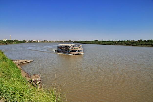 La nave sul fiume nilo, khartum, sudan