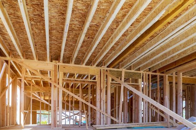 La nuova costruzione della casa della costruzione della trave ha incorniciato il terreno