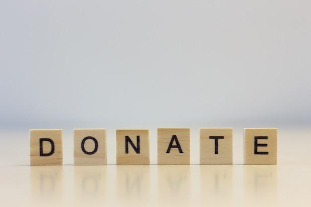 La parola donare sui cubi