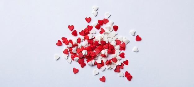 La pasta spruzza a forma di cuore