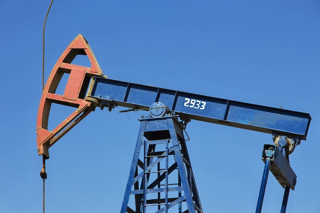 La piattaforma petrolifera in azerbaigian, mar caspio