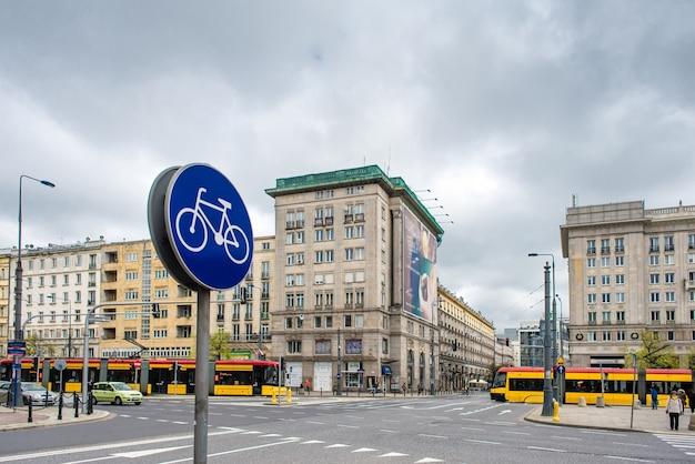 La pista ciclabile sullo sfondo della città