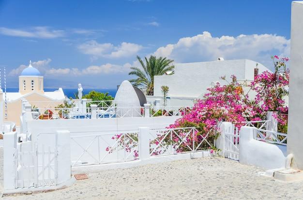 La pittoresca isola di santorini in grecia