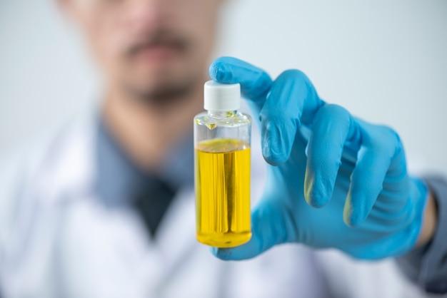 La produzione di biodiesel è il processo di produzione del biocarburante, biodiesel, in laboratorio