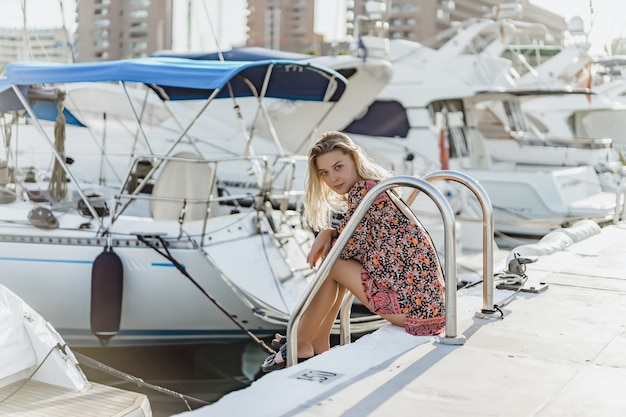 La ragazza nel porto
