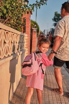 La ragazza torna a scuola