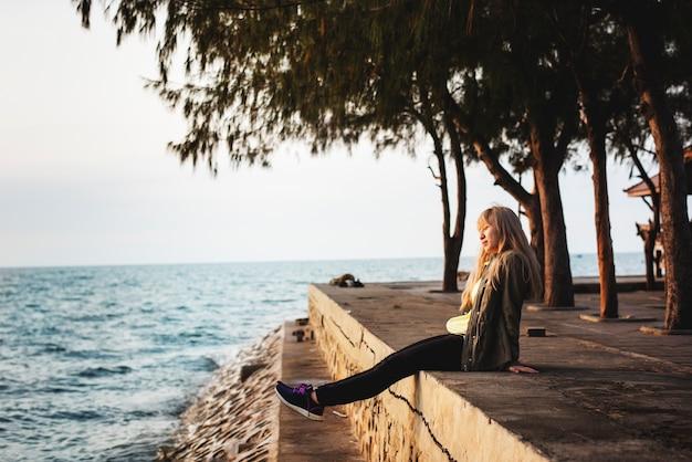 La ricreazione delle giovani donne adulte si rinnova spensierata
