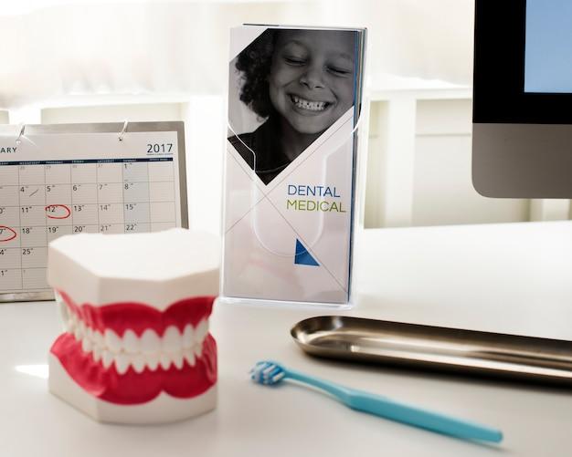 La scrivania di un dentista