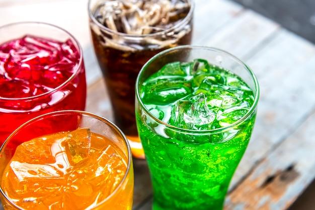 La soda variopinta beve il colpo a macroistruzione