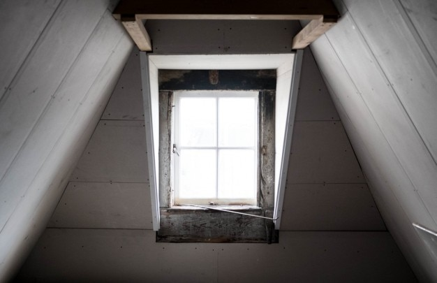 La soffitta bianco