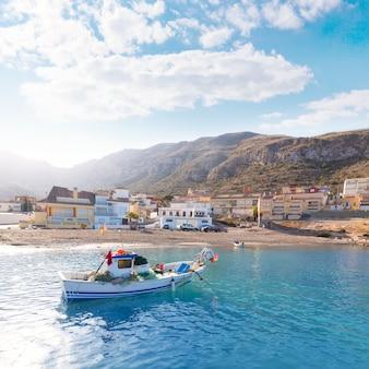 La spiaggia di azohia murcia nella spagna mediterranea