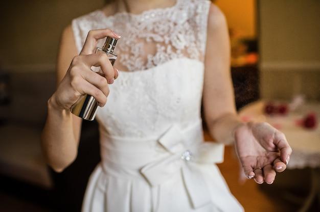 La sposa con gli spiriti in mano, vista laterale