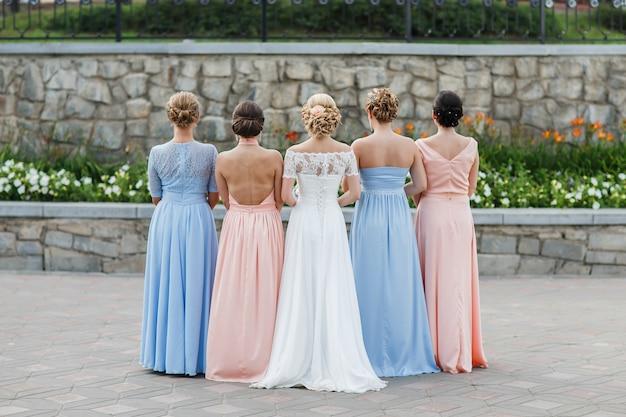 La sposa con i suoi amici