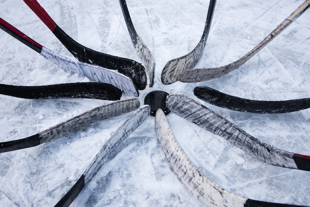 La squadra di hockey ha messo il putter intorno alla lavatrice
