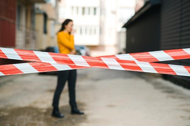 La strada è chiusa per fermare la pandemia di coronavirus