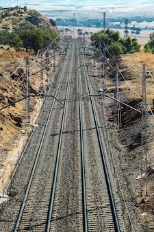 La strada ferroviaria è presunta all'orizzonte