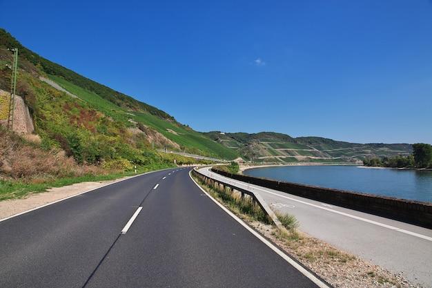 La strada nella valle del reno, nella germania occidentale
