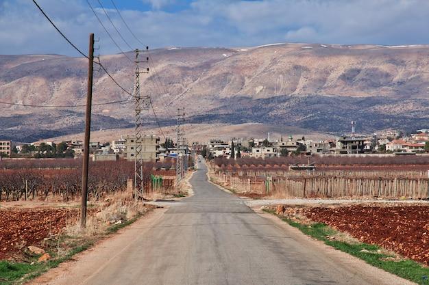 La strada nella valle della bekaa in libano