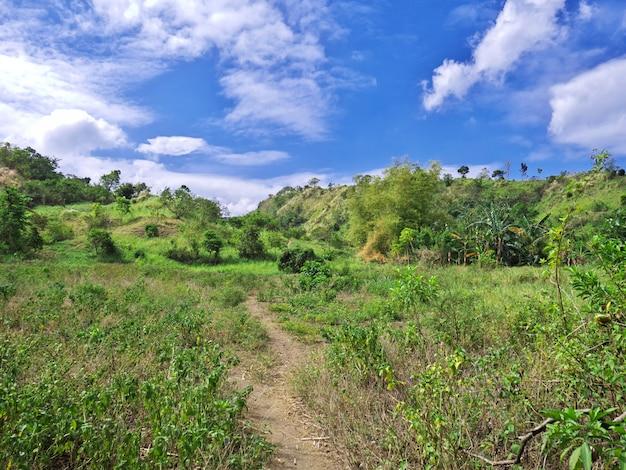 La strada per il vulcano taal, nelle filippine