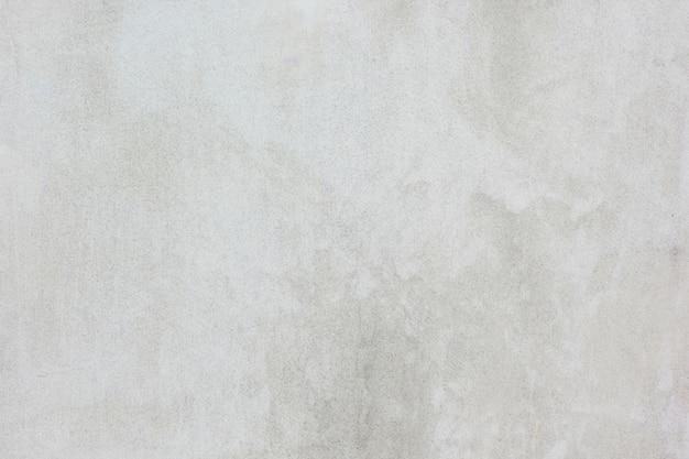 La superficie del cemento bianco sta sbiadendo.
