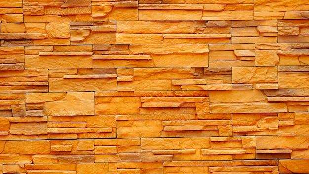 La superficie delle vecchie mura di mattoni marroni e rossi