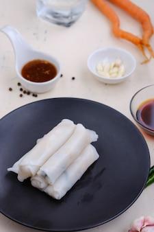 La tagliatella di lui suan arriva a fiumi il piatto, asiatico vegetariano dell'alimento