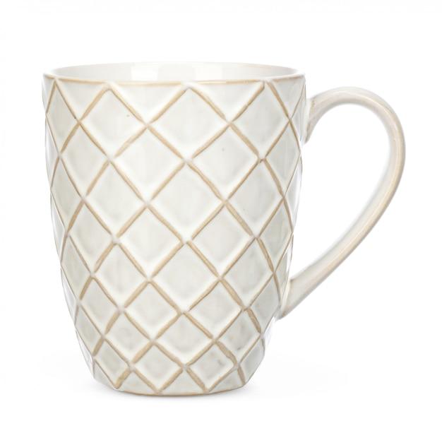 La tazza di caffè o del tè ceramico sugli ambiti di provenienza bianchi include il percorso di ritaglio