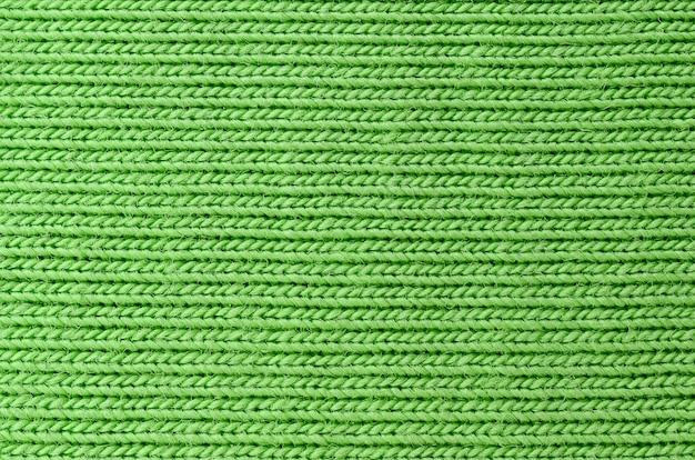 La trama del tessuto è verde brillante. materiale per la realizzazione di camicie e camicette