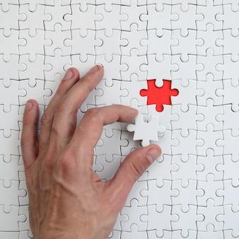 La trama di un puzzle puzzle bianco nello stato assemblato