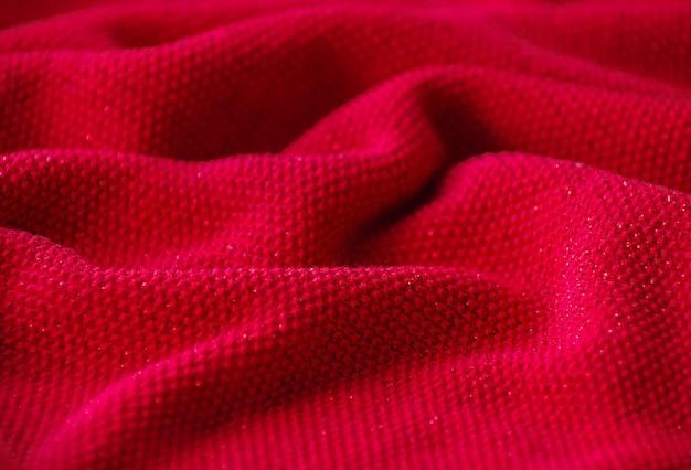 La trama di un tessuto di lana a maglia rosso.