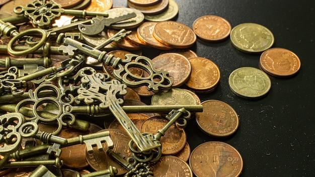 La vecchia annata imposta la struttura dell'oro sulla moneta di rame