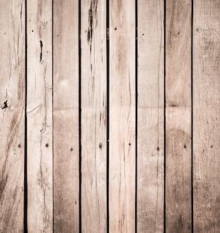 La vecchia struttura di legno della plancia può essere usata come fondo