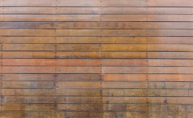 La vecchia struttura di legno marrone