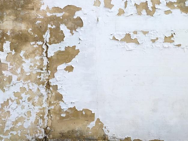La vernice incrinata del muro di cemento, dipinge astrattamente dietro il calcestruzzo. trama, sfondo. vecchia vernice