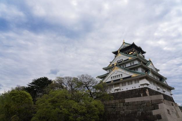 La vista del castello di osaka è quella di destinazione per la visita turistica a kyoto, in giappone.