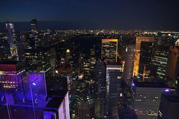 La vista su new york di notte, stati uniti