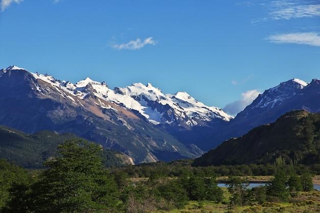 La vista sulle montagne, villaggio di el chalten in patagonia, argentina