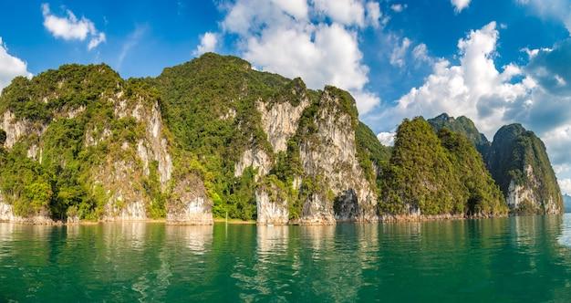 Lago cheow lan in tailandia