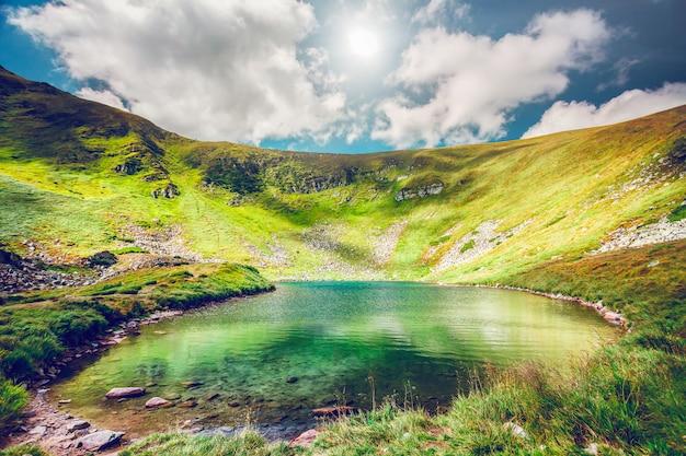 Lago di alta montagna
