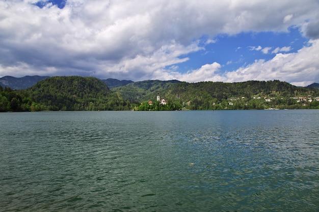 Lago di bled nelle alpi della slovenia