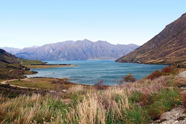 Lago hawea in nuova zelanda